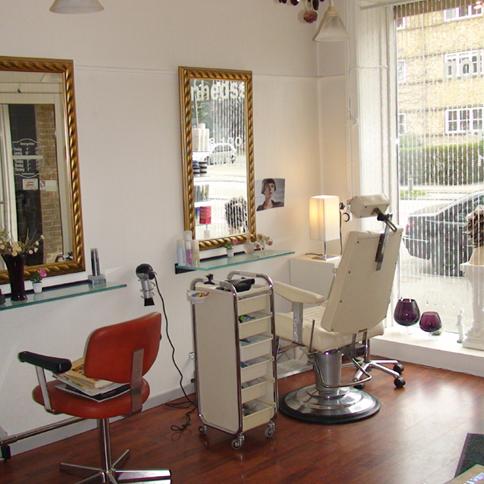 Make-up and beauty cutstore
